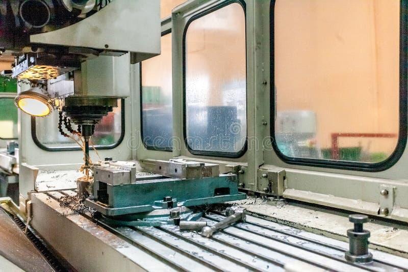 Metal wiertnicza maszyna przy fabryką zdjęcia royalty free