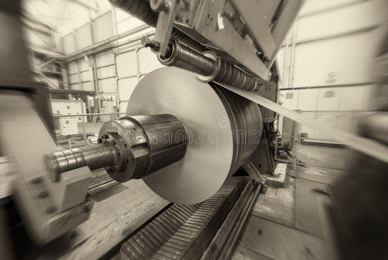Metal zwitki maszynowe Wnętrze fabryka pojęcia prowadzenia domu posiadanie klucza złoty sięgający niebo fotografia stock
