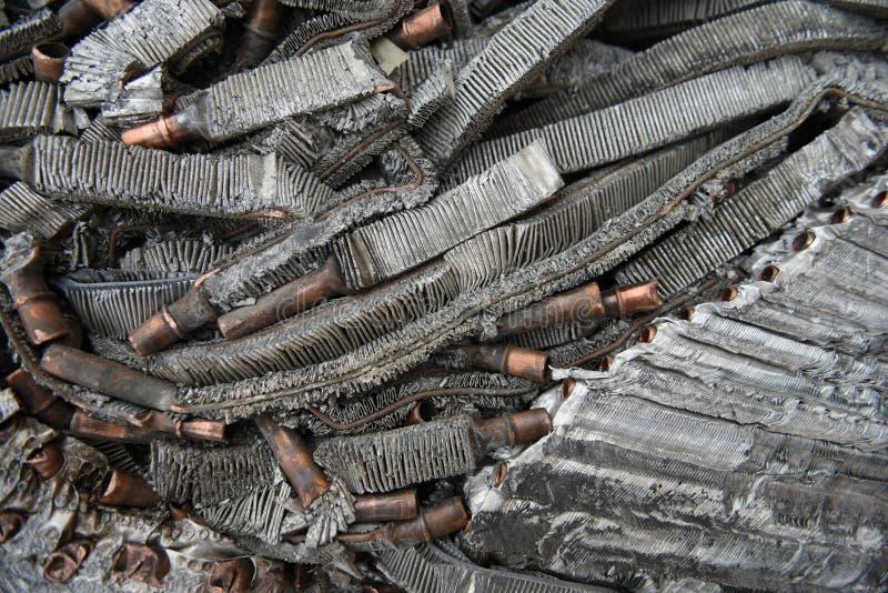 Metale ze złomu aluminium i miedzi rozdrobnione, prasowane fotografia stock