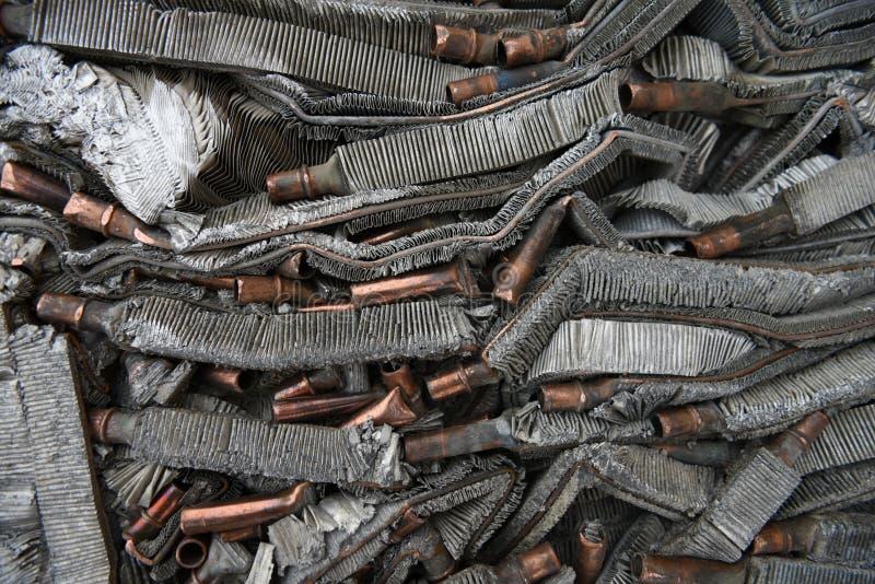 Metale ze złomu aluminium i miedzi rozdrobnione, prasowane zdjęcie royalty free