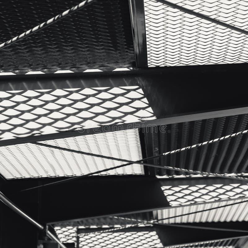 Metalen grill patroon bouwvoorkant ontwerparchitectuur details royalty-vrije stock afbeelding