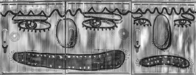 Metali pudełka malowali z twarzami ludzkimi na one w czarny i biały zdjęcia royalty free