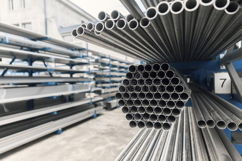 Metall-inox Rohr auf Stapel lizenzfreies stockfoto