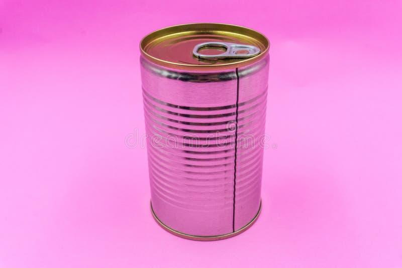 Metall kan soppabehållaren i rosa pastellfärgad isolerad signalbakgrund arkivfoton