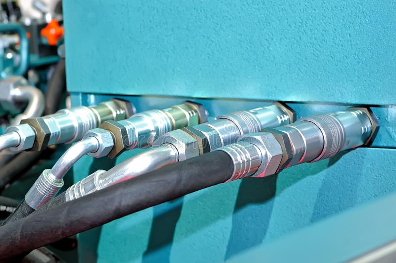 Metall och rubber rör av högtryck arkivfoton