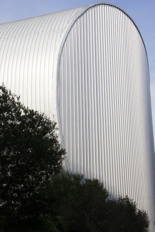 Metall som sid på en kupolbyggnad arkivfoto