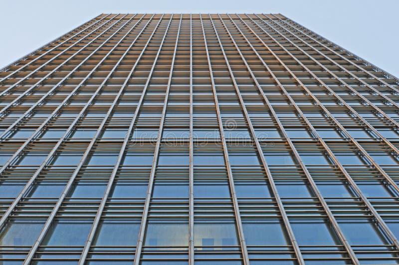 Metall u. Glas konfrontierten Wolkenkratzer lizenzfreie stockbilder