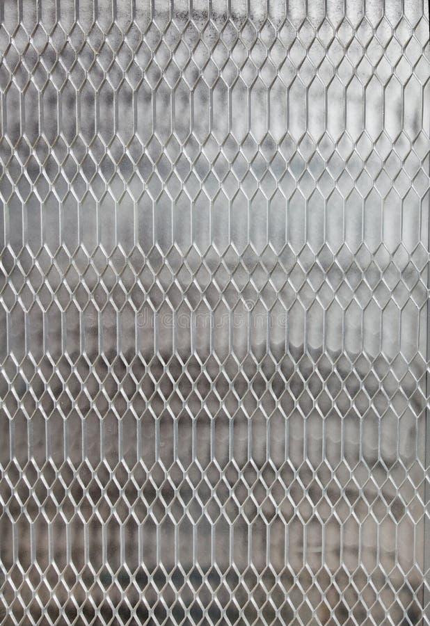 Metall zerrieb Fenster lizenzfreies stockfoto