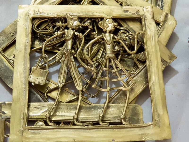 MetallArtpiece-diagram av den sned mannen & kvinnan på metall arkivbilder