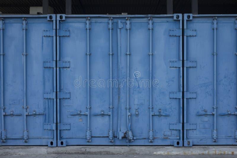 Metallblauer Frachtbehälter lizenzfreie stockfotos