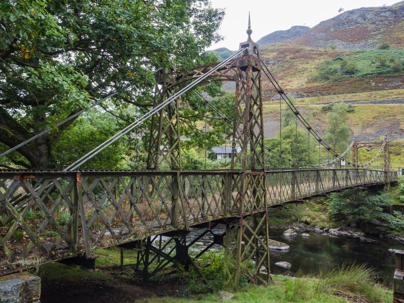 Metallbro i Elan Valley, Wales royaltyfria bilder