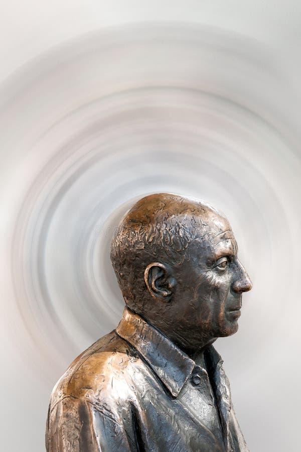 Metallbyst av den berömda målaren Pablo Picasso royaltyfri foto