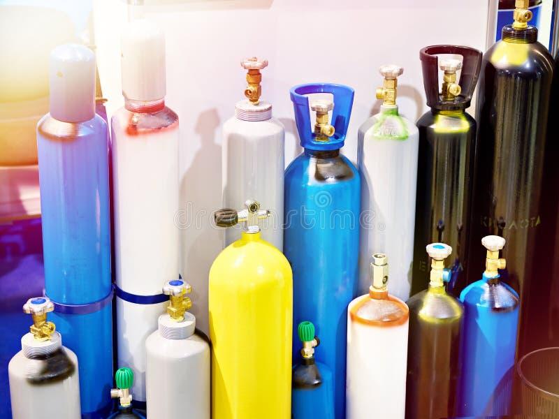 Metallcylindrar för komprimerade gaser royaltyfri foto