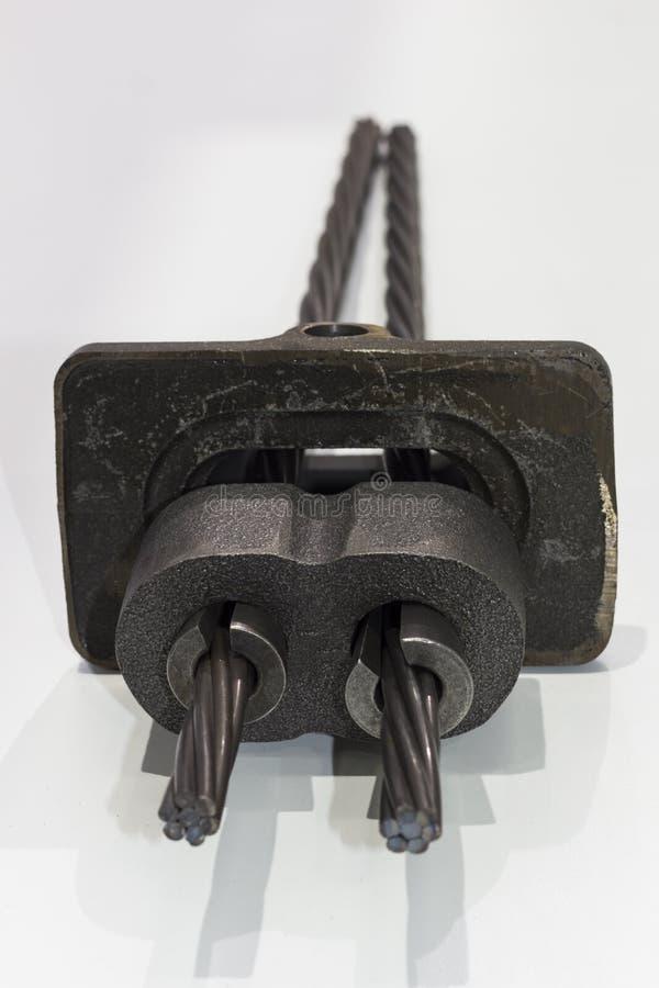 Metalldelar för stolpespänning sänker kanalsystemet arkivfoton