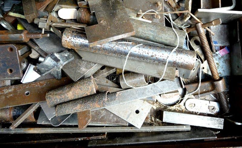 Metalldelar på måfå arkivfoton