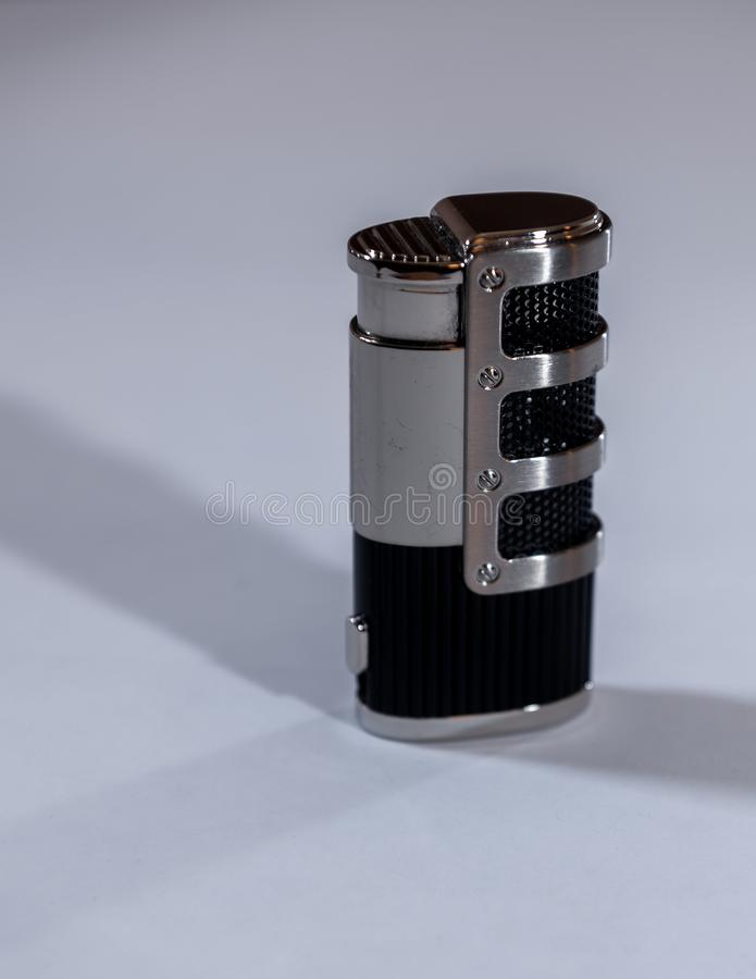 Metallfeuerzeug schwarz und mit Kombination stockfotografie