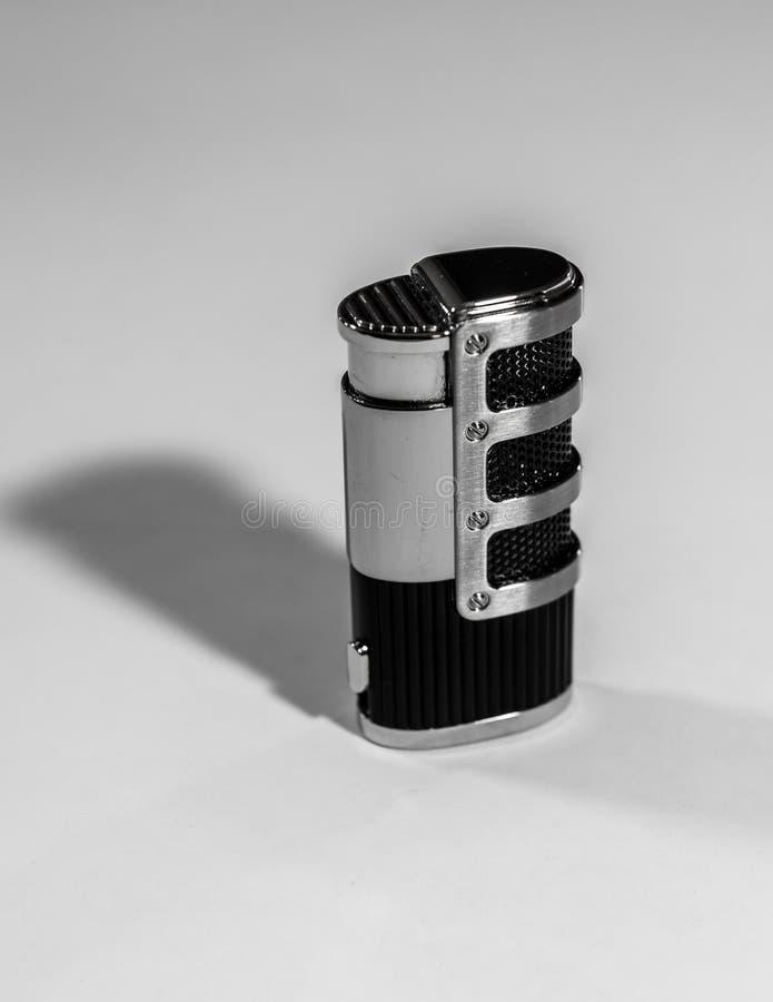 Metallfeuerzeug schwarz und mit Kombination stockfoto