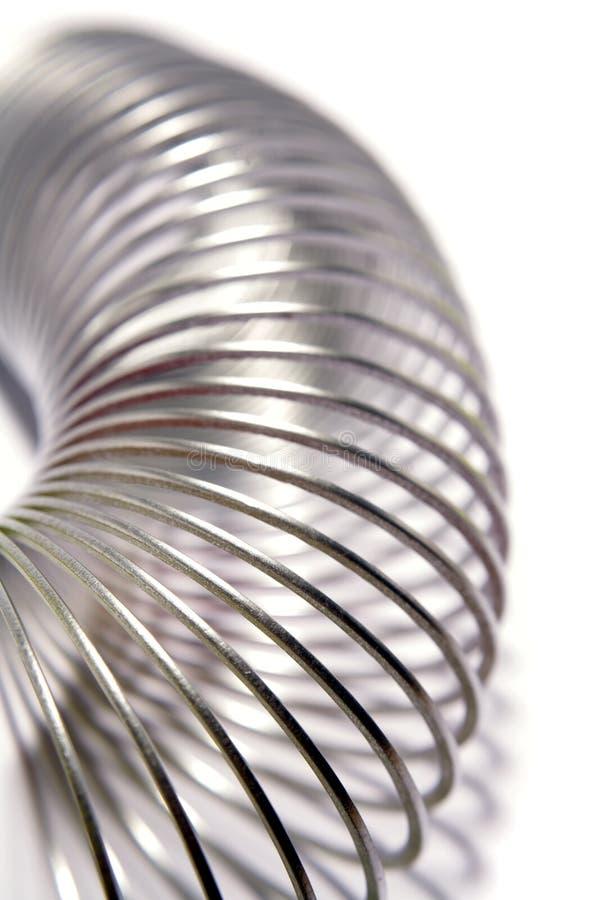 Metallfrühlingsring auf Weiß stockfotografie