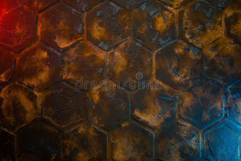 Metallische Texturfläche mit farbigen Lichtern stockfotografie