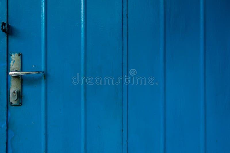 Metallischer blauer Tür-Hintergrund lizenzfreie stockbilder