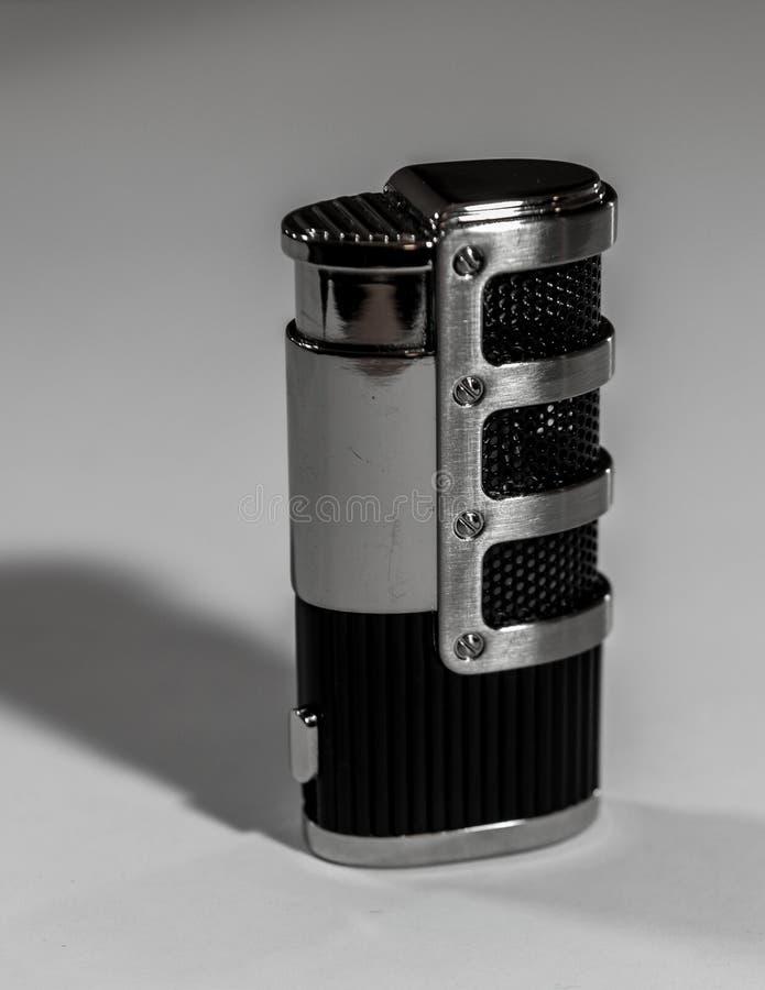 Metallisches Feuerzeug mit inudty ditails stockfotos