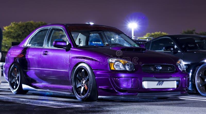 Metallisches purpurrotes kundengebundenes Subaru WRX WTI stockfotografie