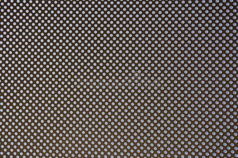 Metallisk ram med rundade hål, bakgrund med perforering arkivbild