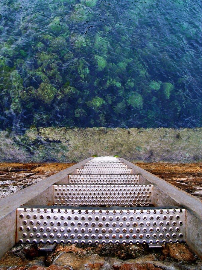 metallisk trappa arkivfoto
