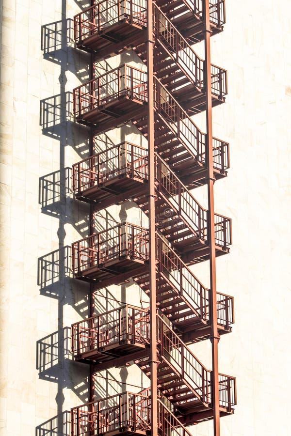 metallisk trappa fotografering för bildbyråer
