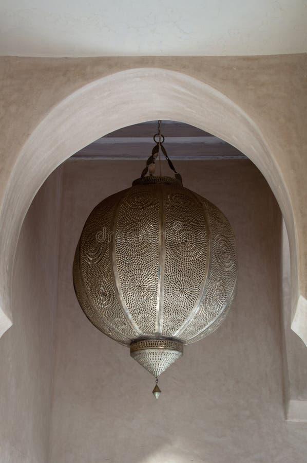 metalliskt gammalt traditionellt för arabisk lampa royaltyfri fotografi