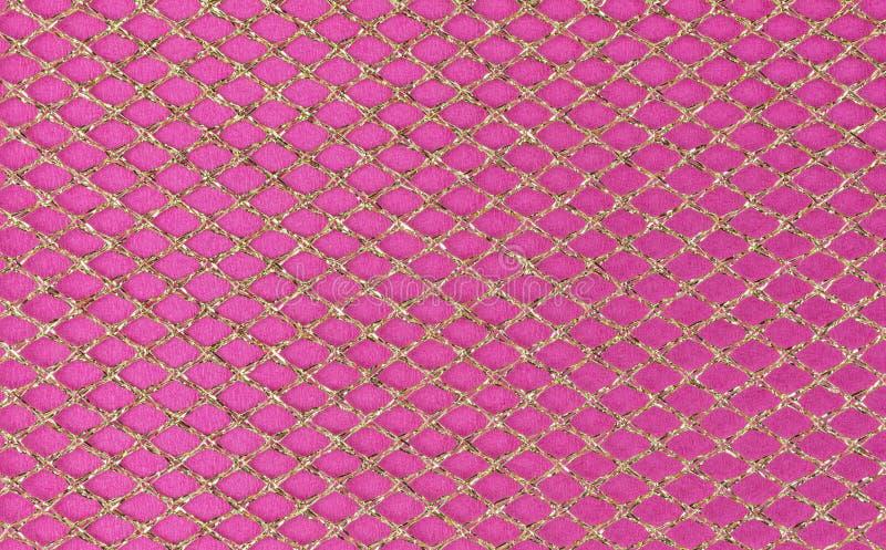 Metalliskt ingrepp på rosa bakgrund royaltyfria foton