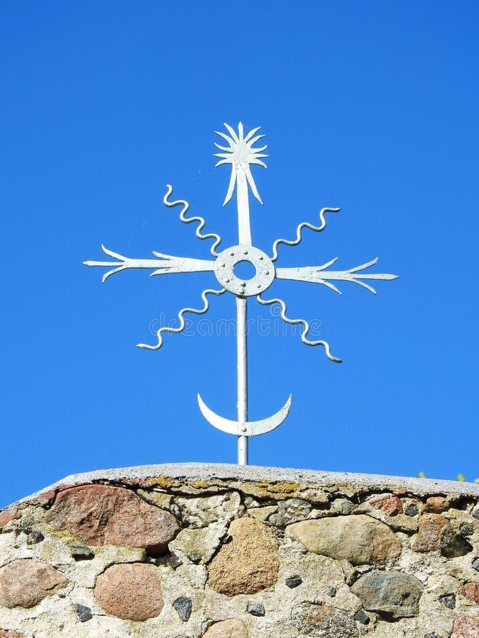 Metalliskt kors för silver royaltyfria foton