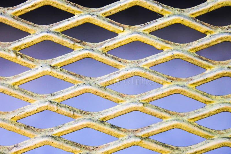 Metalliskt staket Detail Protection Isolated fotografering för bildbyråer