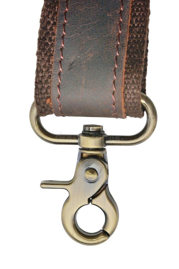 Metallkarabiner für Beutel oder Kleidung auf einem Lederband Abisoliert auf weißem Hintergrund, Nahaufnahme stockfotografie