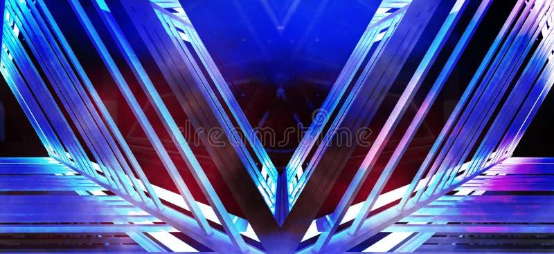 Metallkonstruktionen med en triangel markeras av ett nytt ljus, tjock rök, smog arkivbilder