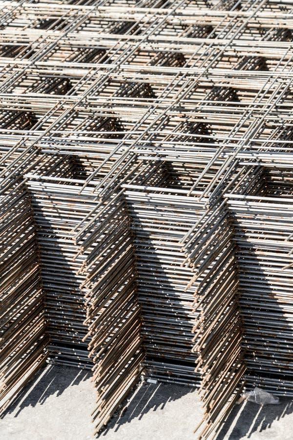 Metallmasche für die Verstärkung des konkreten Baus Verkauf der Metallmasche stockbild