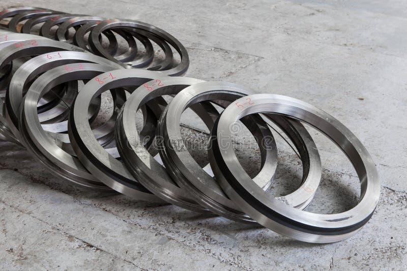 Metallmellanrum - en turbincirkel royaltyfri bild
