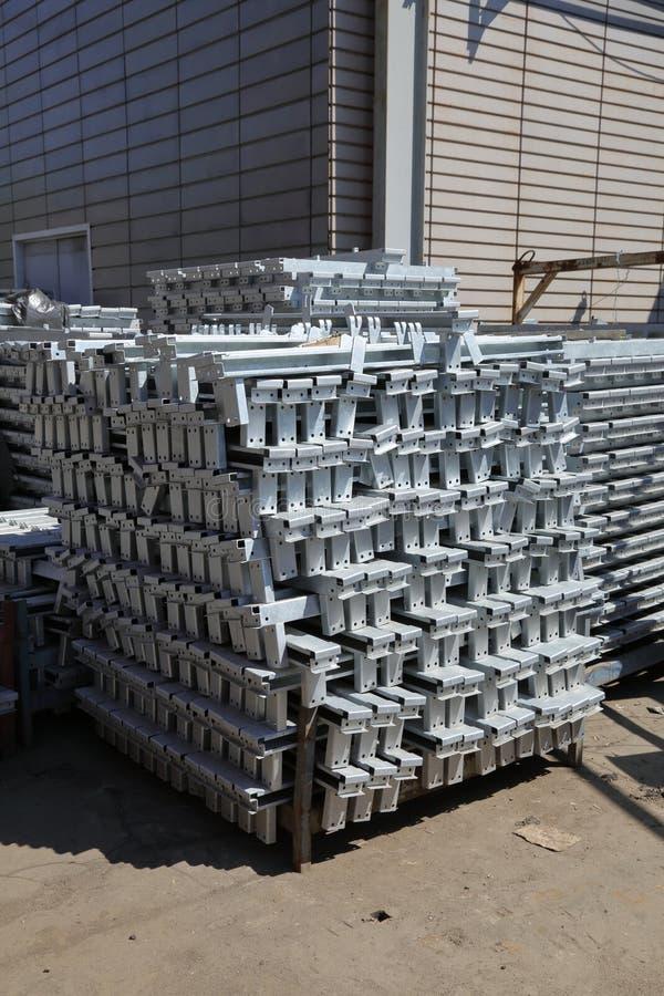 Metallmellanrum för produktion arkivfoto