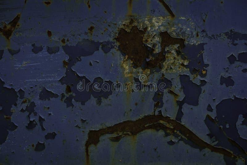 Metallo arrugginito con pittura di sfaldamento blu immagine stock libera da diritti