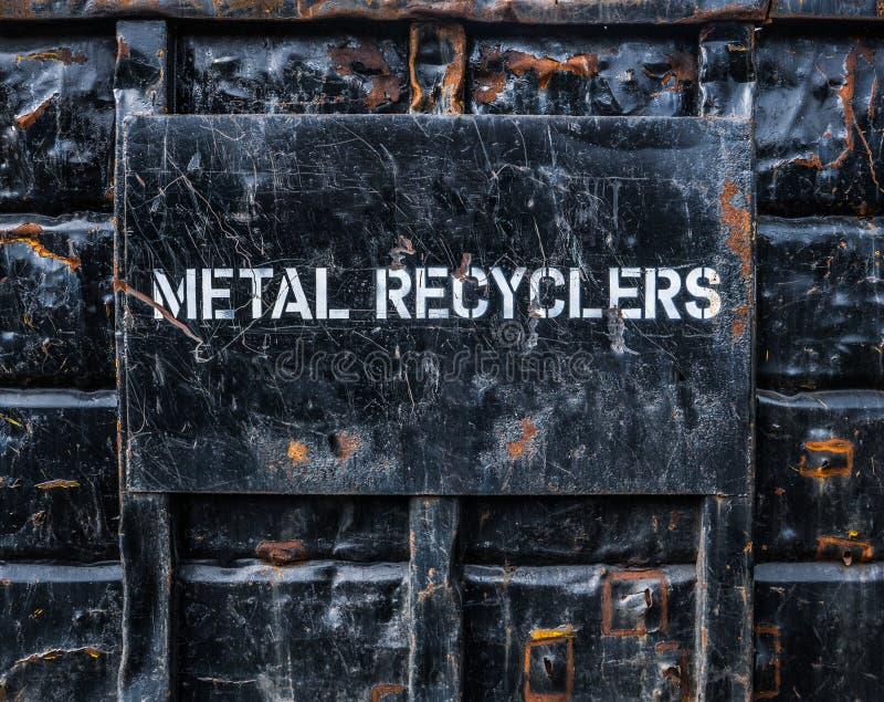 Metallo che ricicla bidone della spazzatura fotografia stock