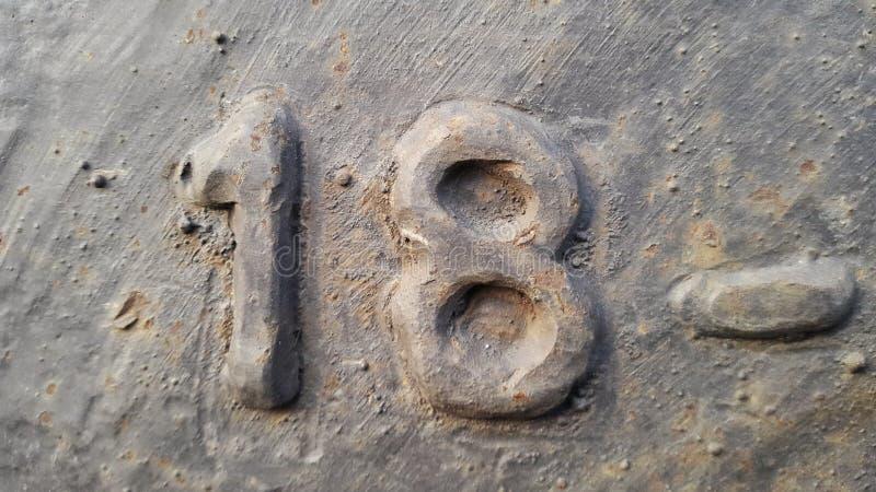 Metallo numero 18 Struttura di metallo arrugginito sotto forma di figure 18 fotografie stock libere da diritti