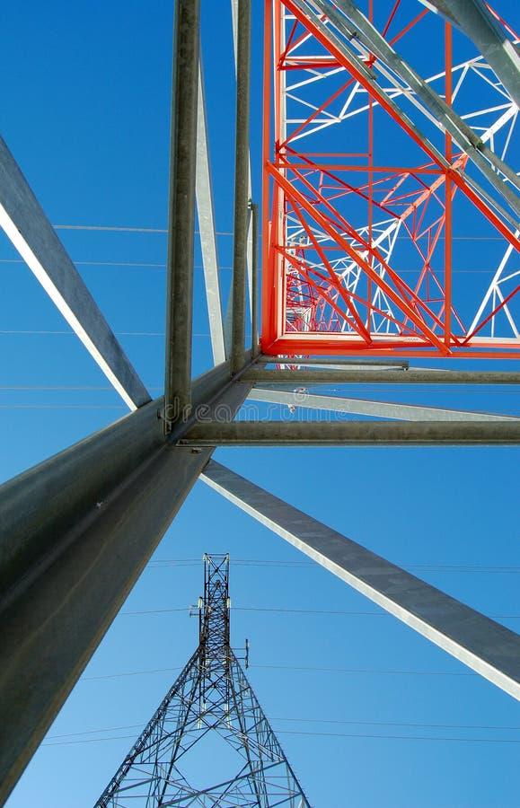 Download Metallpussel arkivfoto. Bild av energi, vitt, kabel, pylon - 510156