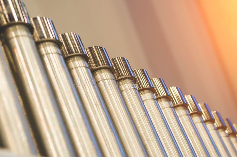 Metallrörserier försilvrar, bearbetar produktionbransch arkivbilder