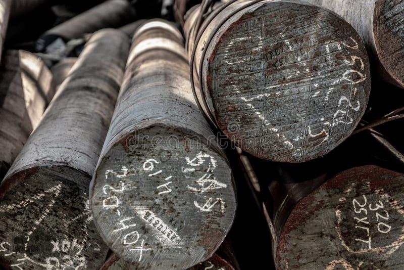 Metallrullning, lager, grund, lagring, sikt framifr?n, slutsikt, n?rbild arkivbilder