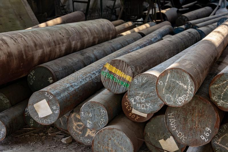 Metallrullning, lager, grund, lagring, sikt framifr?n, slutsikt, n?rbild royaltyfri fotografi