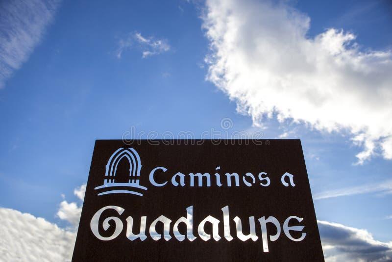 Metallschildbeitrag auf Guadalupe Pilgrimage-Weise, Spanien lizenzfreies stockbild