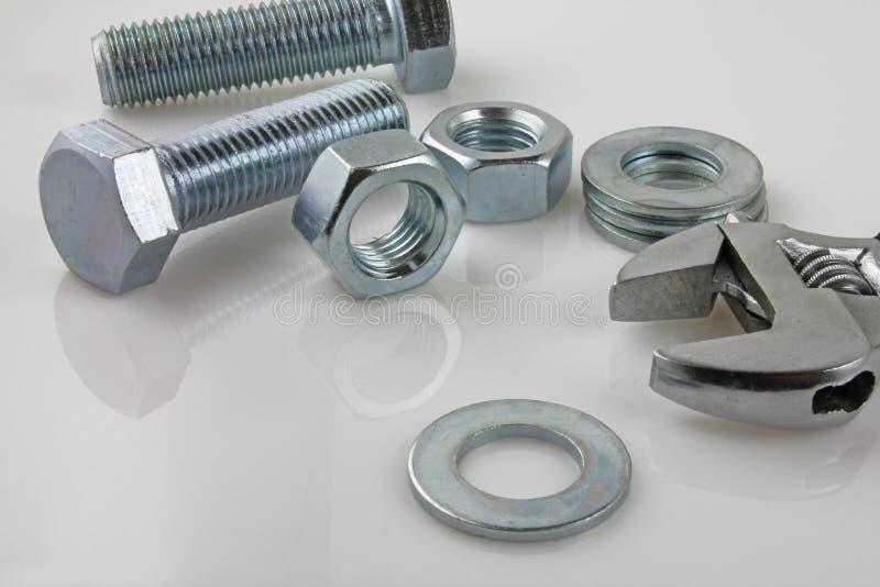 Metallsilverhållare och skiftnyckel arkivbild