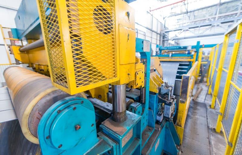 Metallskäraremaskin Affär och industriellt begrepp arkivbilder