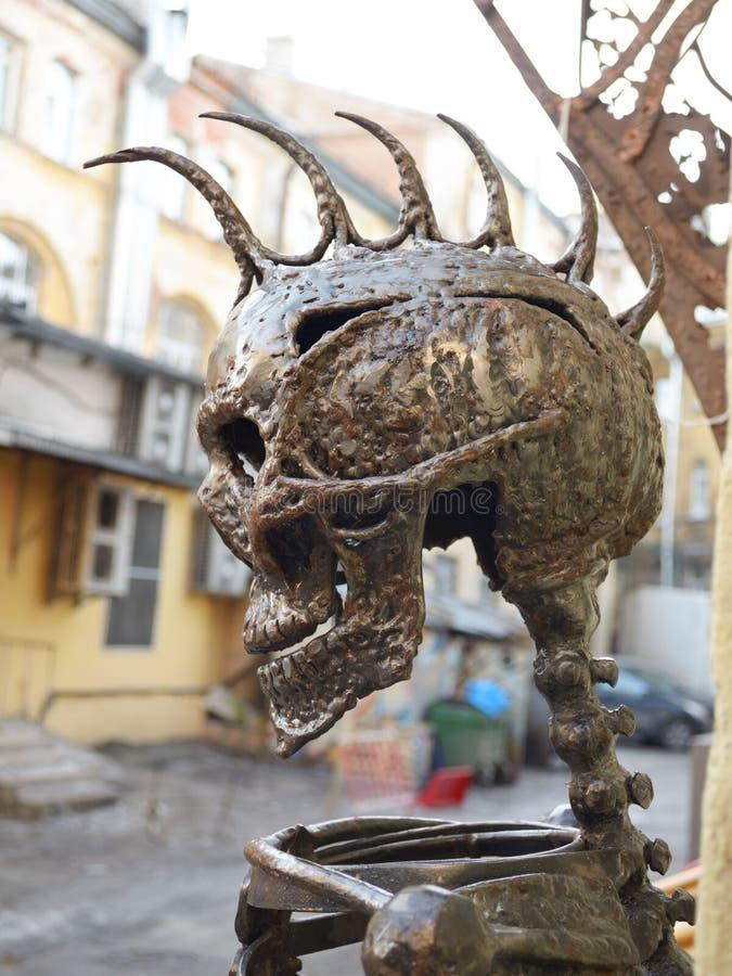 Metallskalle med en Mohawk royaltyfri bild