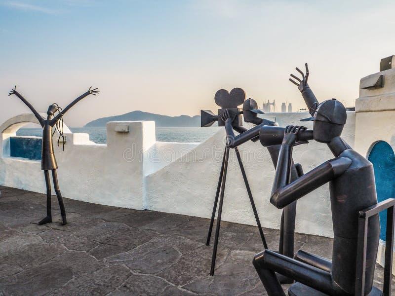 Metallskulpturer som pomoting den Busan filmfestivalen på den Haeundae promenaden royaltyfria foton